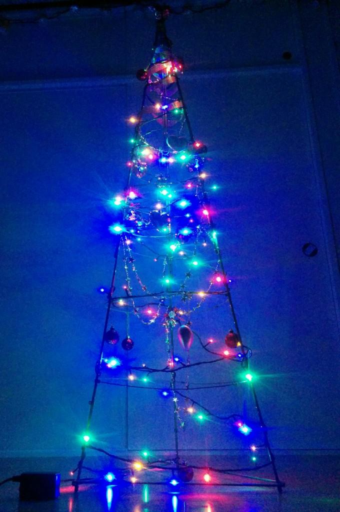 【DIY】リング支柱とグルーガンを使ってクリスマスツリー