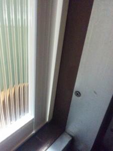 二重窓に隙間テープ003