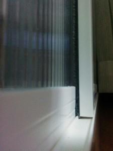 二重窓に隙間テープ002