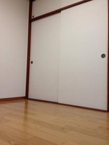 押し入れの戸に壁紙012
