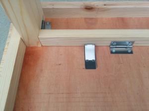 折りたたみテーブルと壁の連結002