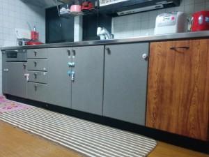 100均の木目シートで落ち着けるキッチンにリメイク001