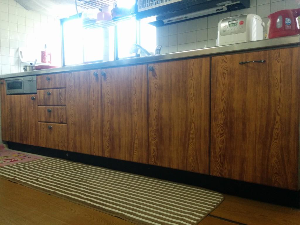 100均の木目シートで落ち着けるキッチンにリメイク