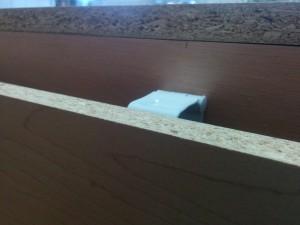 キッチンカウンターに木目調テープと壁紙002