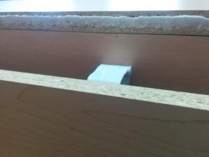 キッチンカウンターに木目調テープと壁紙003