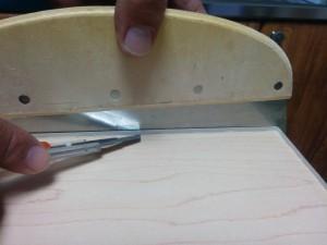 キッチンカウンターに木目調テープと壁紙005