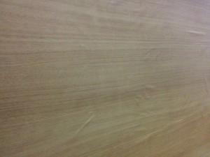 キッチンカウンターに木目調テープと壁紙010