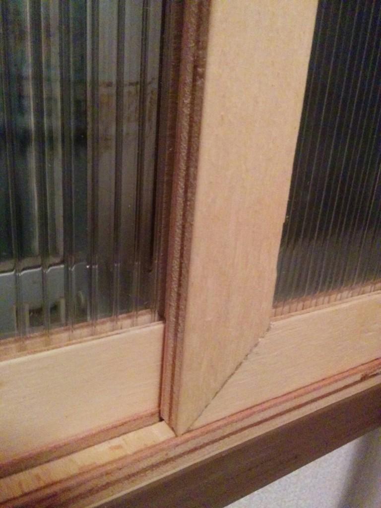 寒い玄関に二重窓をコンパネフレームで安く作ってみた!?