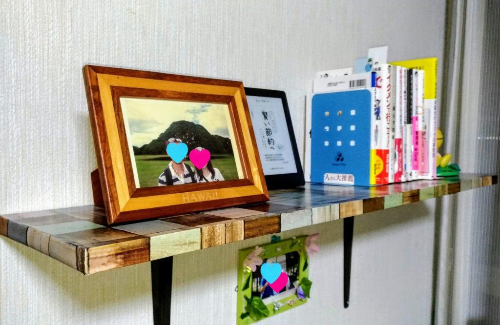 【DIY】セリアのモザイク木目柄リメイクシートを貼った板でウォールシェルフ