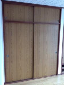 押し入れの戸に壁紙001