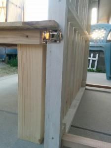 折りたたみテーブルと壁の連結007
