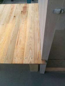 折りたたみテーブルと壁の連結008