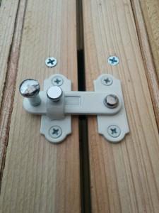 折りたたみテーブルと壁の連結004