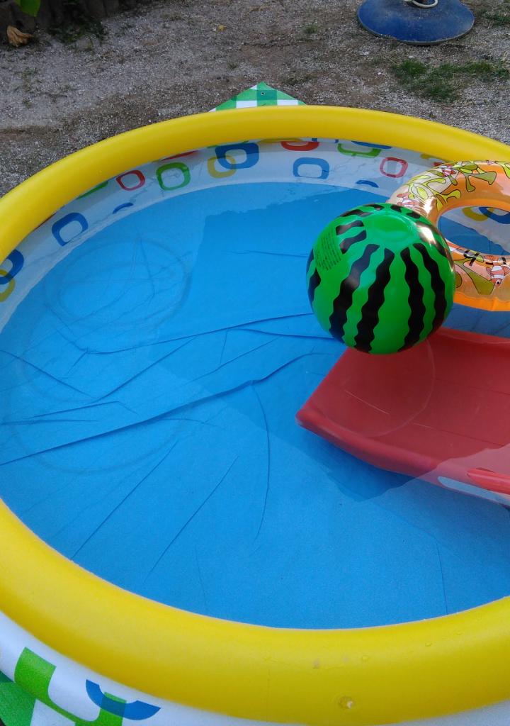 【庭でプール】残った水をホース一本で吸い上げる方法