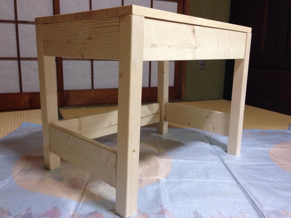 手作り子供用机。お絵かき机!初めてのダボ組み