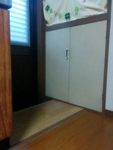 古めかしい扉をレンガ調にリメイク001