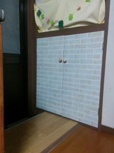 古めかしい扉をレンガ調にリメイク012