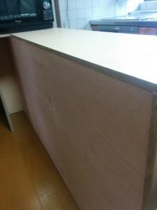 キッチンカウンターに木目調テープと壁紙007